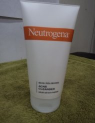 Neutrogena Skin Polishing Acne Cleanser 5.1 oz. (Skin Polishing compare prices)