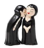 CJI Collectibles 2-Piece Vampire Love at First Bite Set of Kissing Salt and Pepper Shakers, 4-Inch, Black