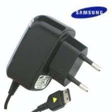Samsung ATADS30EBE Ladegerät für Samsung GT-B2100 Solid/GT-B2700 Solid/GT-B3410/GT-B5722/GT-C3050/GT-C3060/GT-C3510 Player Light/GT-C5130/GT-C6625/GT-E10, Schwarz