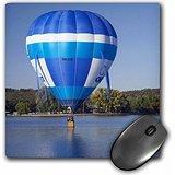 danita-delimont-hot-air-balloons-australia-canberra-hot-air-balloon-lake-burley-griffin-au01-dwa3330
