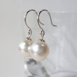 Amazon.co.jp: パールピアス K14ホワイトゴールド 揺れるあこや真珠 7.3ミリ・フック式: ジュエリー通販