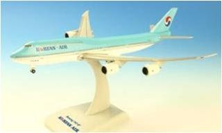 boeing-747-8-korean-air-inflight-with-gear-with-stand-echelle-1500