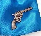 colt-45-pistole-fein-handgefertigt-in-massivem-zinn-in-grossbritannien-anstecknadel