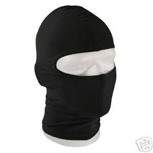 Les masques salins pour la personne des boutons