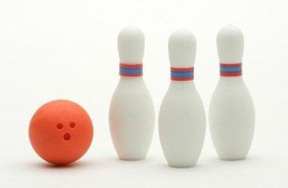 Miniature Bowling Eraser Set (3 birilli e 1 Palla) da Iwako Giappone, boweling, palle, gomme