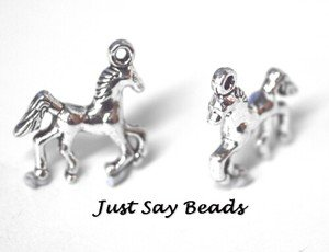6 x Antique Silver Plated 3D Horse Charms with Jump Rings included for attachments. Universal use for Jewellery Making, Card Making and Scrap-Booking. Check out our Fantastic Wide Range of Beads, Charms and Findings. (Ref:10A2)