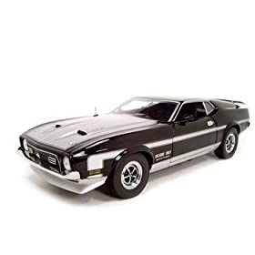 diecast car of 1971 FORD MUSTANG BOSS 351 MACH 1 1:18 DIECAST MODEL CAR