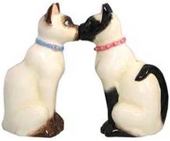 Kissing Siamese Cats Salt & Pepper Shakers Set