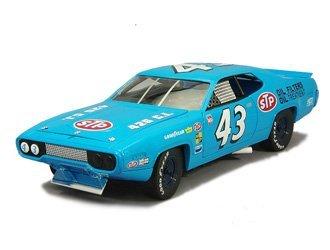 plymouth-coureur-de-route-richard-petty-1972-voiture-miniature