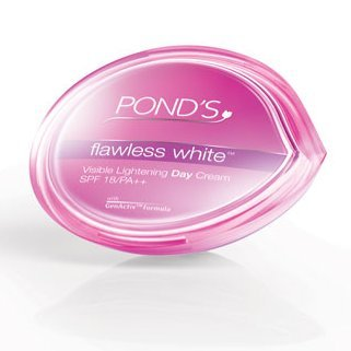 vitamin a sunscreen:Pond's Flawless White Visible Lightening Day Cream 50 g