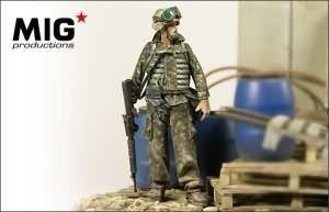 mig prod 1:35 modern us marine with mopp gear 35-285 model figure