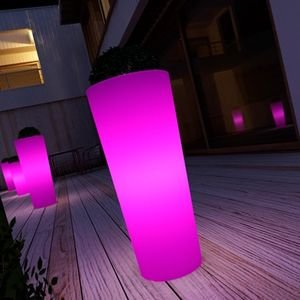 cache pot lumineux tybalt couleur fuschia hauteur 145cm jardin. Black Bedroom Furniture Sets. Home Design Ideas