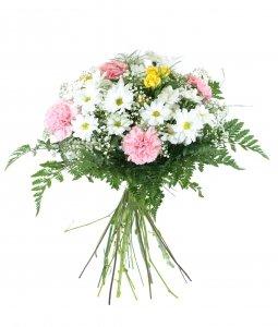 ramo-de-flores-naturales-muy-frescas-elaborado-con-margaritas-clavel-rosa-ramificada-y-verdes-variad