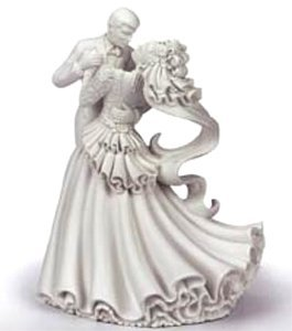 Amazon Com Wilton Bianca Wedding Cake Topper Kitchen