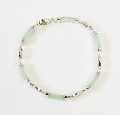 Sterling Silver And Green Jade Bracelet 7.5 Inches Round