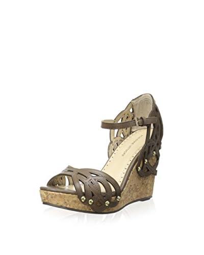 Adrienne Vittadini Footwear Women's Clementine-1 Wedge Sandal  [Taupe Wash]