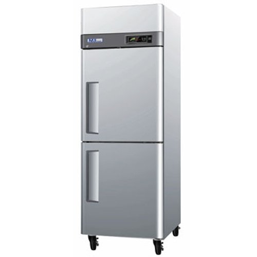 "Turbo Air - M3 29"" 2 Half Door Reach-In Freezer front-55066"