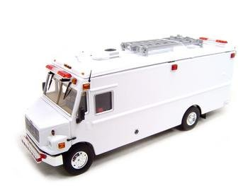Buy Freightliner Mt-55 Emt Fire Truck 1:32 Diecast Model