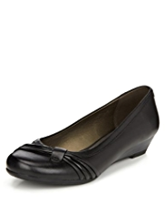 Footglove™ Pleated Wedge Pumps