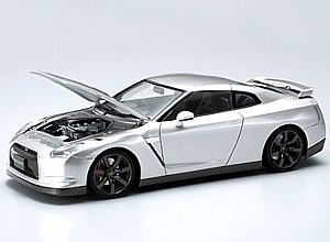 1/24 Nissan R-35 with Engine