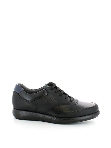 Sneaker in pelle nera leggera