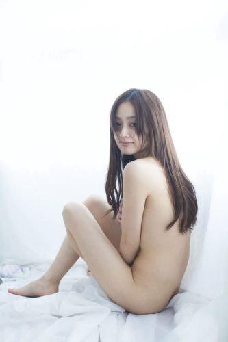 安達祐実がセミヌードに挑戦した写真集「私生活」