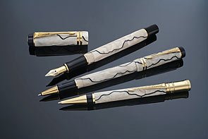 Parker Duofold Gift Box includes Centennial Medium Nib Gold Trim Fountain Pen - Pearl and Black