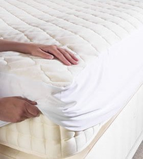 POLY COTTON QUILTED MATTRESS PROTECTOR - WITH FITTED POLYCOTTON SKIRT TO FIT SINGLE SIZE BED by LOVE2SLEEP