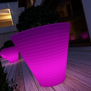 Cache pot lumineux benvolio couleur fuschia jardin - Pot lumineux jardin ...