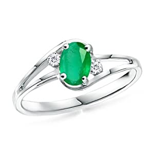 Oval Emerald Ring with Round Diamonds in Platinum Quality Good