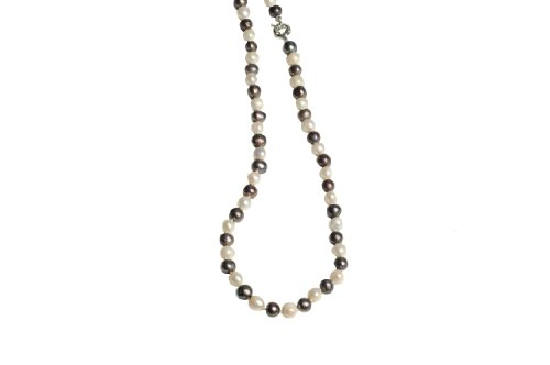 Lilly Rocket Black And White Pearl Necklace