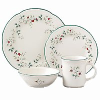 Pfaltzgraff Winterberry 32-Piece Dinnerware Set, Service for 8