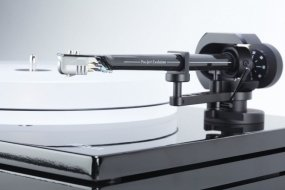 Music Hall - MMF-11.1 - Turntable (no cartridge) from Music Hall