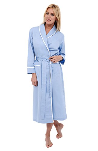 Women's Robes are perfect for your everyday look. Kohl's offers many different styles and types of women's robes, like plus size robes, maternity robes, and women's white robes. Shop Kohl's for all your apparel needs, and find the right additions to your everyday wardrobe!