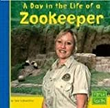 Day in the Life of a Zookeeper (First Facts: Community Helpers at Work)