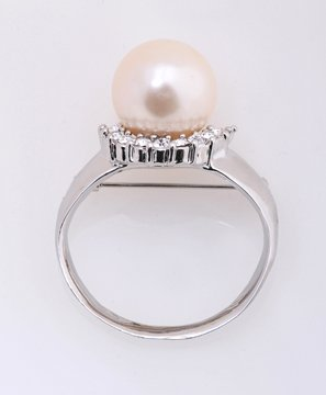 Pearl and Rhinestone decorated Ring design pin brooch With gift Box
