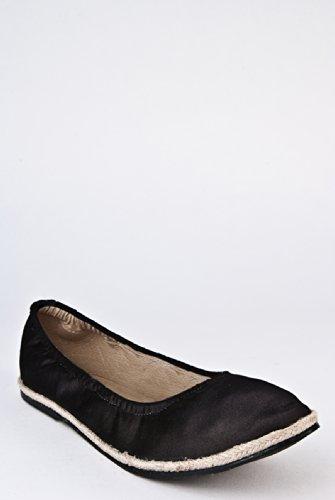 Grenada Flat Shoe