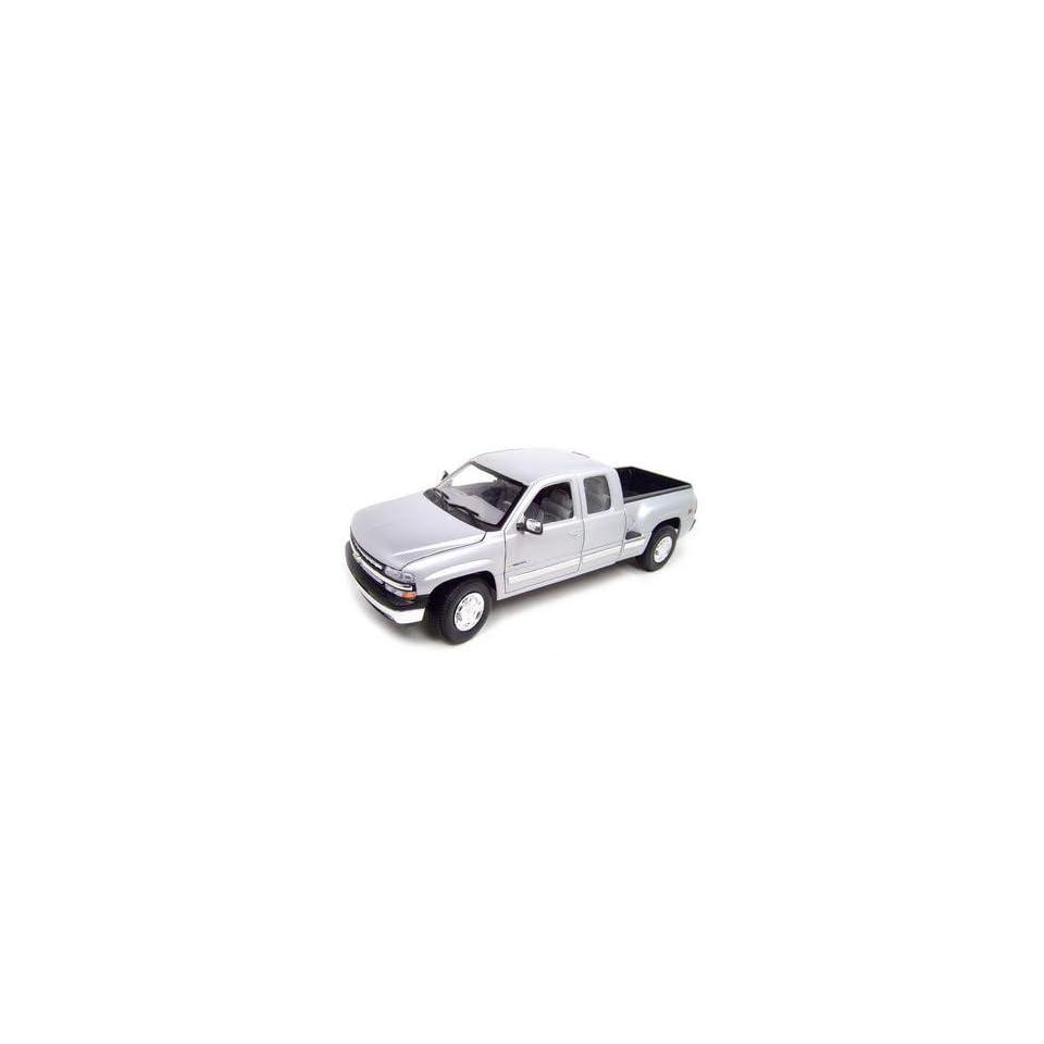 1999 CHEVY SILVERADO EXT CAB STEPSIDE SILVER 118 MODEL