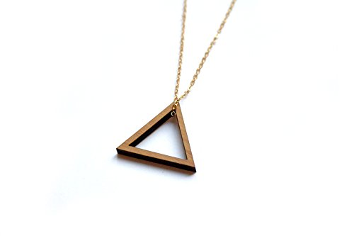 triangle-pendant-in-wood-graphic-collar-design-geometric-chic-modern-minimalist-long-chain-gold-colo