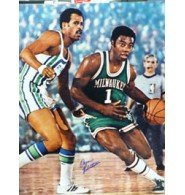 Signed Robertson, Oscar (Milwaukee Bucks) 16x20 Photo autographed by Powers+Collectibles