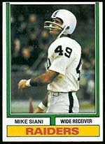1974 Topps Regular (Football) Card# 39 Mike Siani of the Oakland Raiders VG Condition