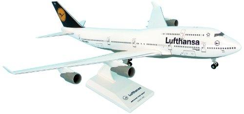 daron-skymarks-lufthansa-b747-400-model-kit-with-gear-1-200-scale