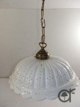 Lampadario a sospensione in ottone con catena e piatto ceramica traforata 30 cm