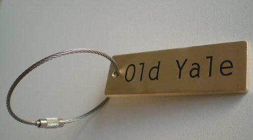 真鍮製キーホルダー:母校名、会社名、お名前など、お客様のご指定の文字を、エッチングにより真鍮に刻みます。使うほどに、深い味わいが出てくる製品です。