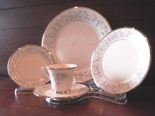 5 Piece Dinnerware Display (Item #906B) - 4 Pack