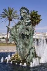 fountain-on-paseo-maritimo-30-x-20in-canvas-print-framed-and-ready-to-hang