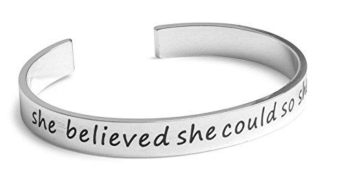 she-believed-she-could-so-she-did-inspirado-con-texto-grabado-a-mano-punos-de-aluminio-de-1-4-