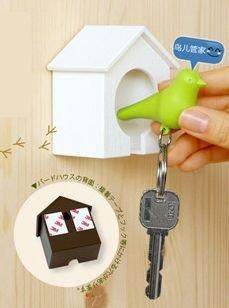 スパローキーリング 家の中の鍵の家 ホイッスル付 笛付 家の中で鍵を見失うことはなくなります (家 ホワイト・鳥 ブラック)