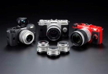 PENTAX Q10 disponible en noir, argent ou rouge