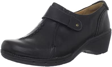 Clarks Women's Un.Sparrow Slip-On Loafer,Black,10 M US